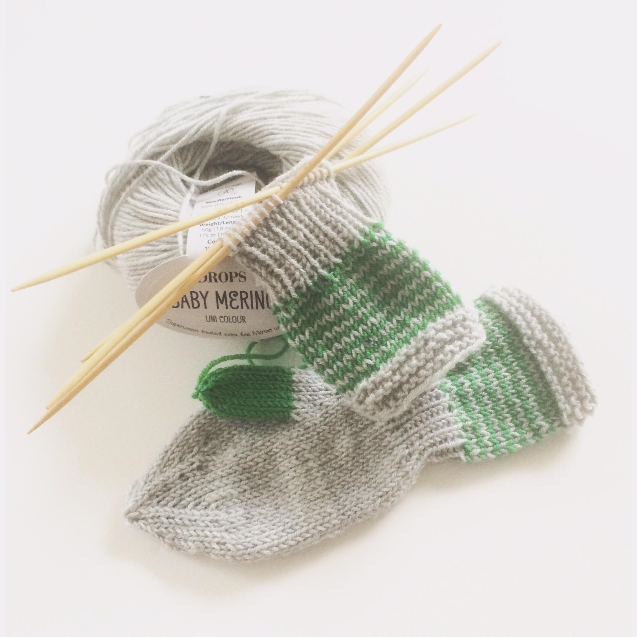bilde av strikket barnehagevott
